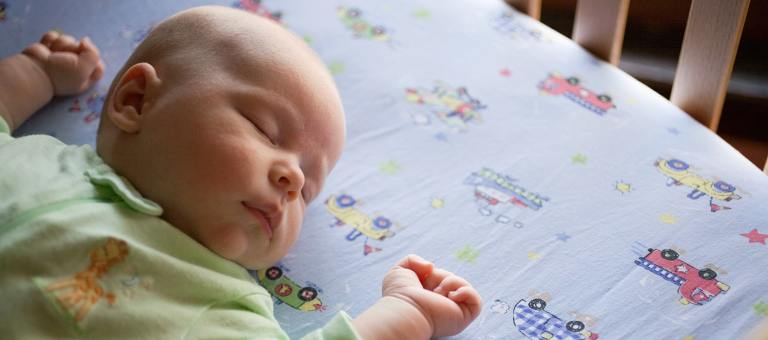 Bébé dormant en toute sécurité