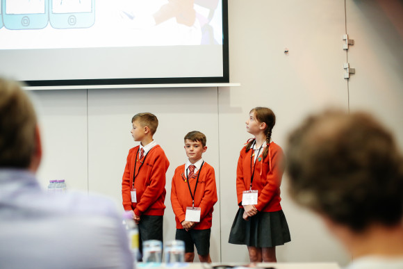 Photo - primary students pitch to Dragons