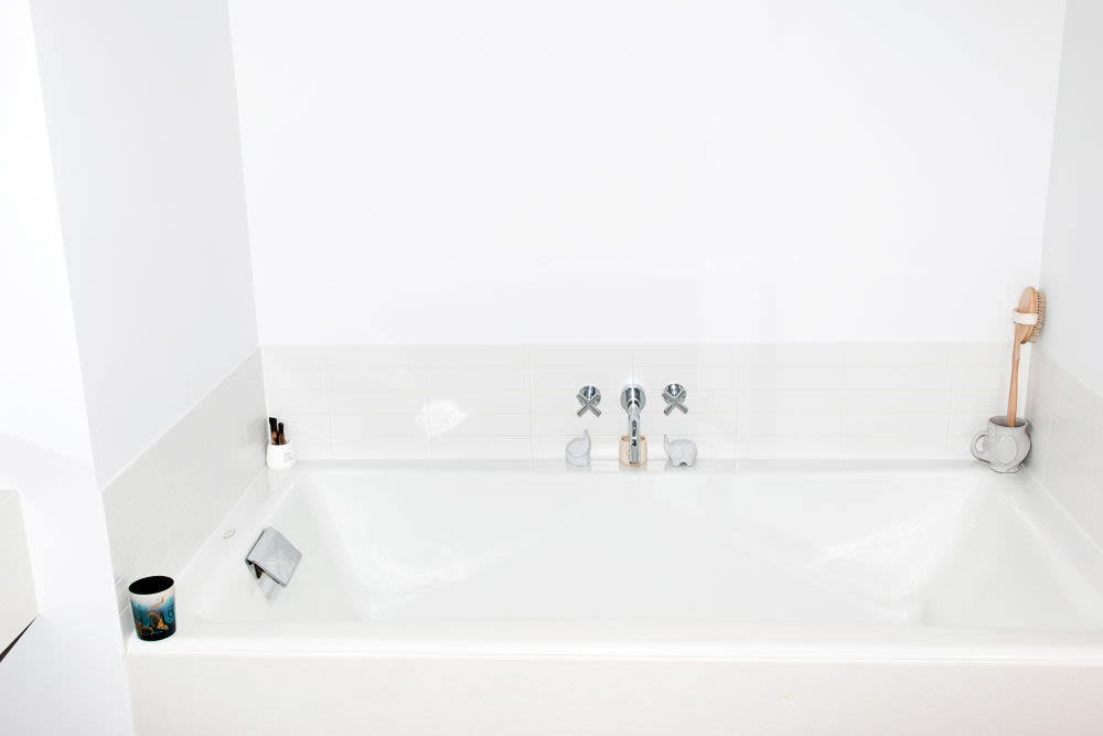 How To Keep Your Bathroom Forever Clean | Into The Gloss