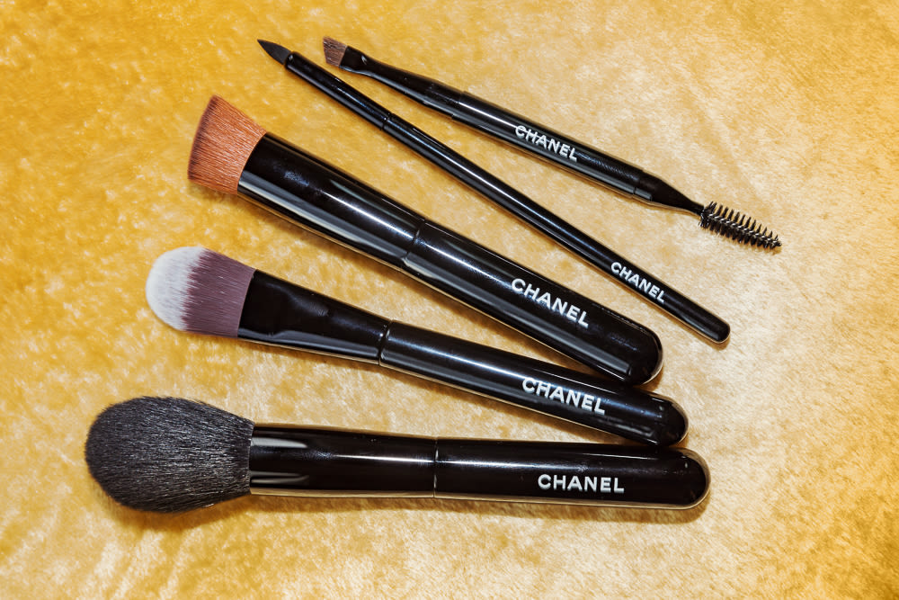 74fd0d3941 Chanel's Makeup Brush Set, Reviewed | Into The Gloss
