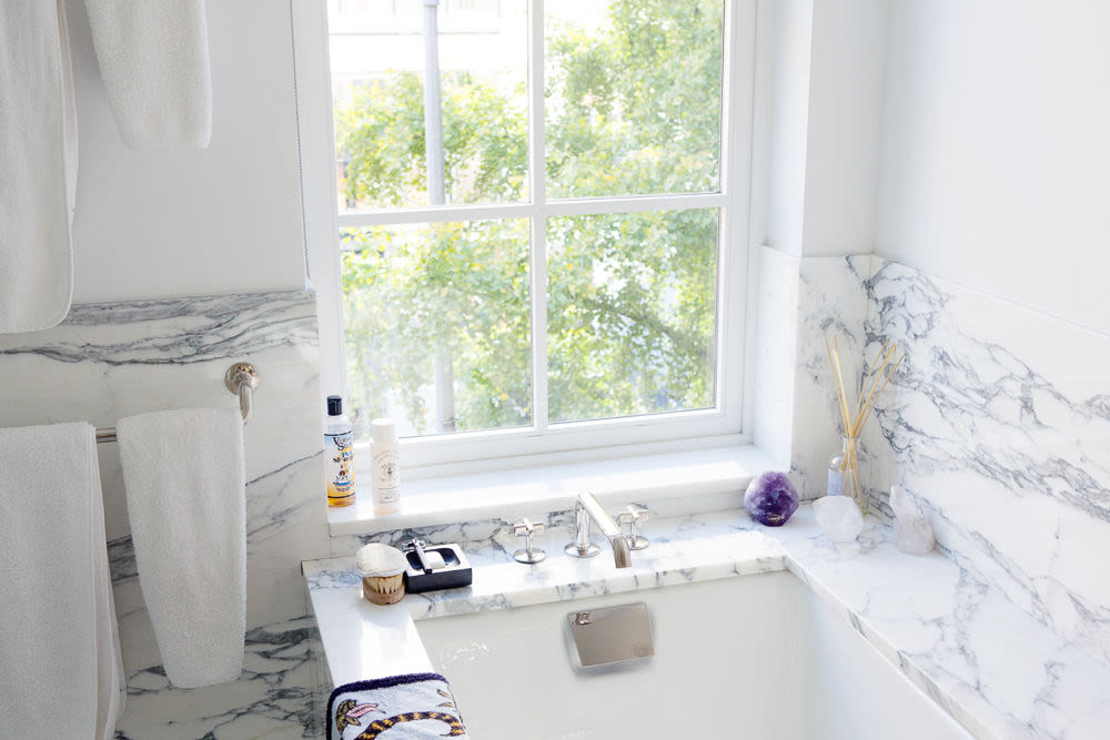 Easy Bathroom Decorating Ideas Inspired By The Top | Into The Gloss