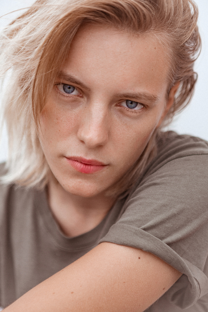 Erika Linder S Low Key Pink Lip Into The Gloss
