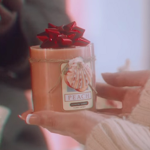 video snl praises the tj maxx christmas candle into the gloss