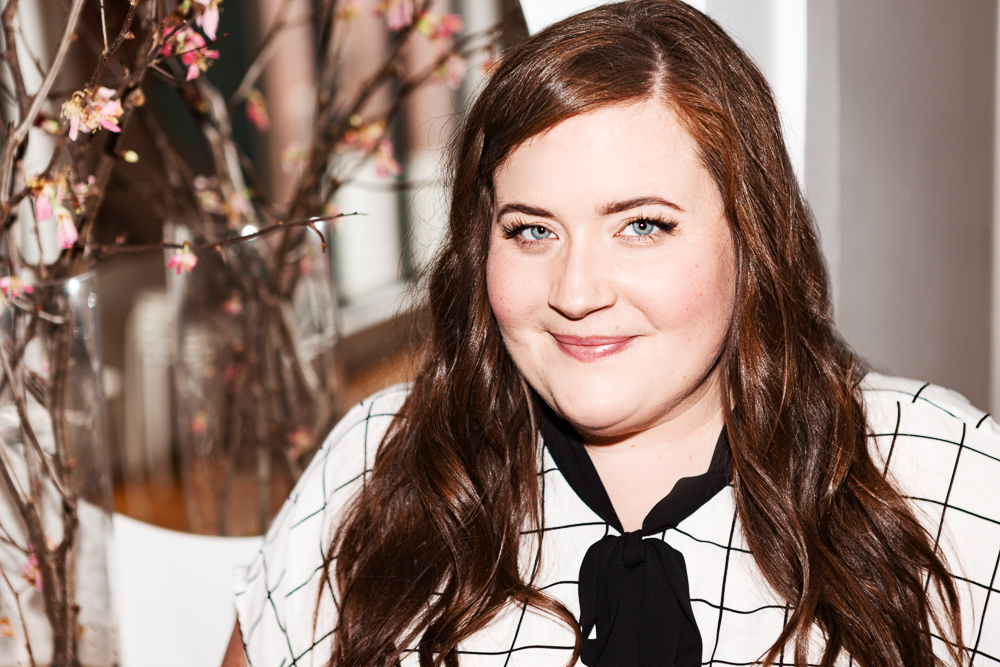 Aidy Bryant's On-Set Skincare And Beauty Routine