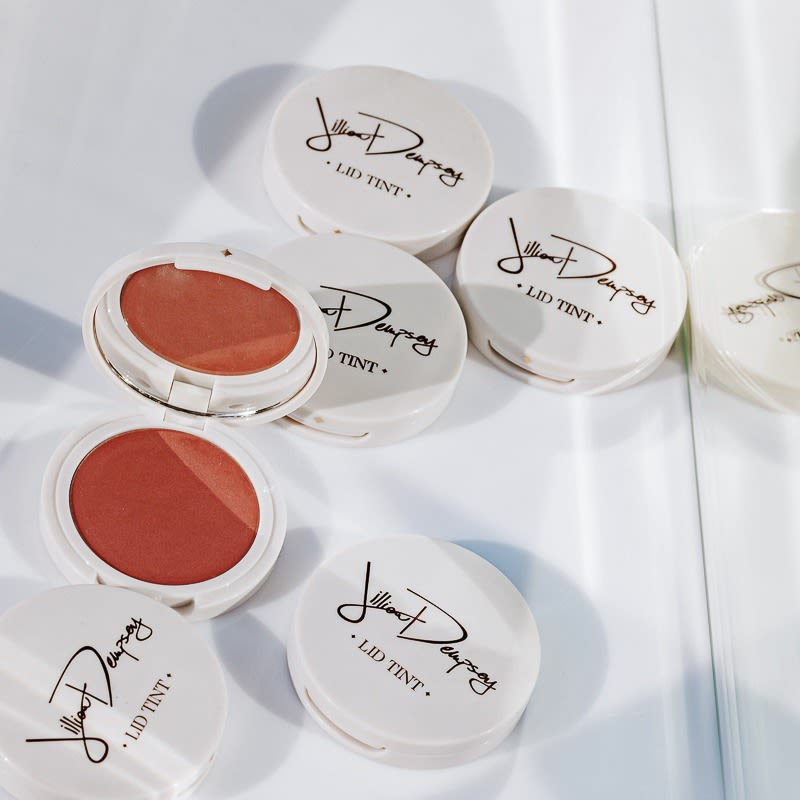Things We Love Jillian Dempsey S Lid Tints Into The Gloss