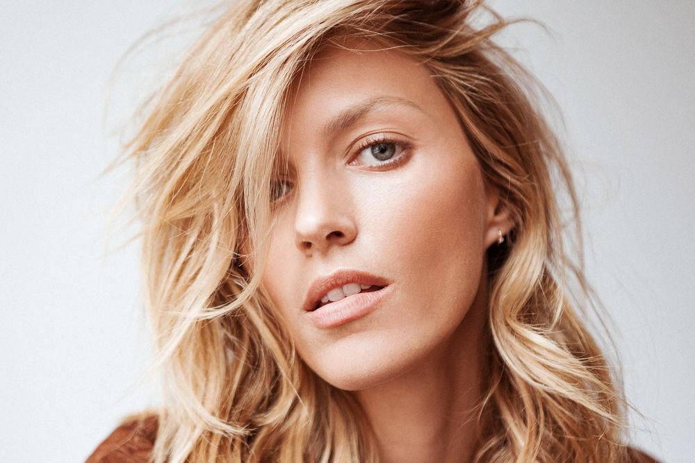 A causa della struttura dei capelli ricci, ha una naturale tendenza ad essere più asciutti i tipi di capelli dritti.
