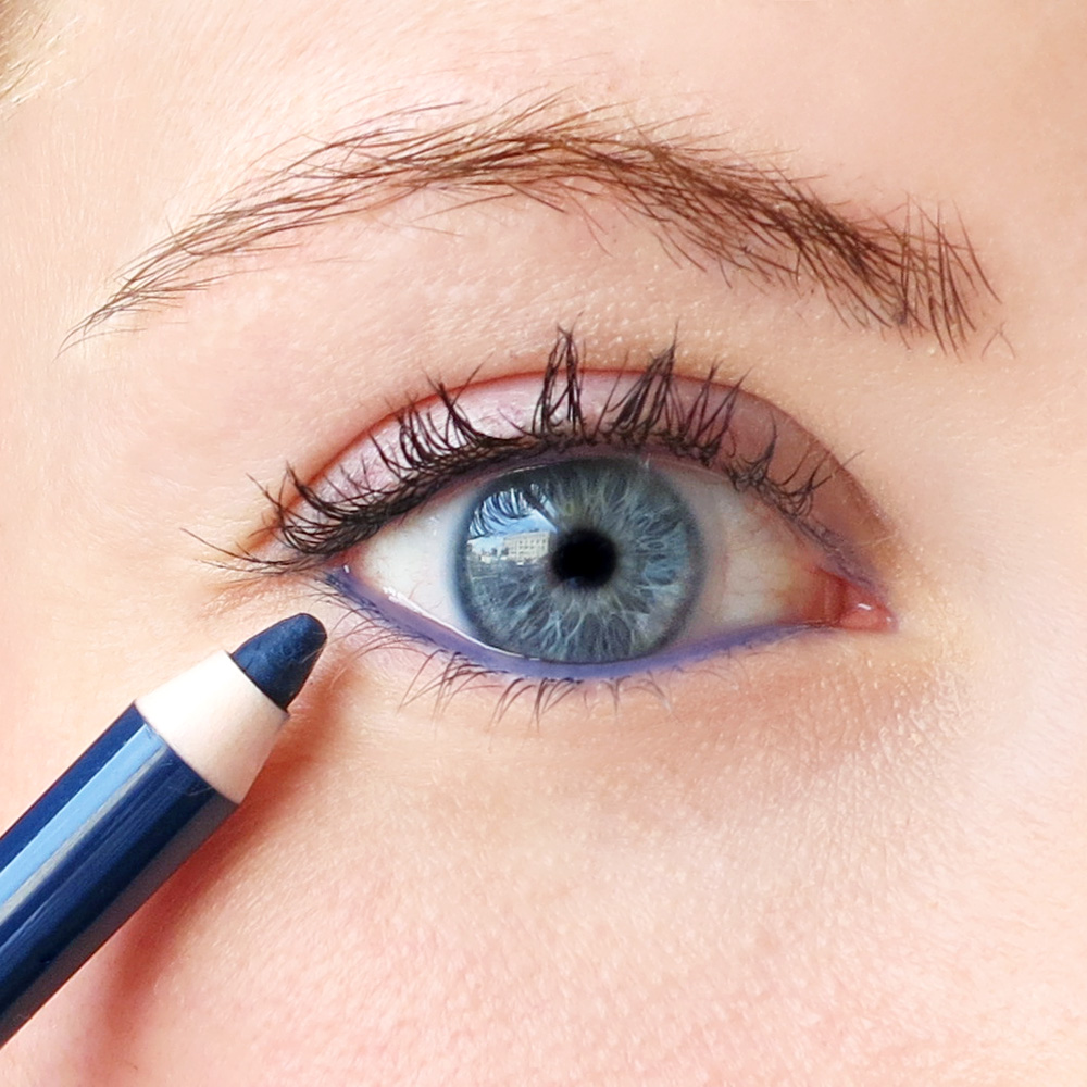 A Cheater's Guide To Applying Eyeliner | Into The Gloss