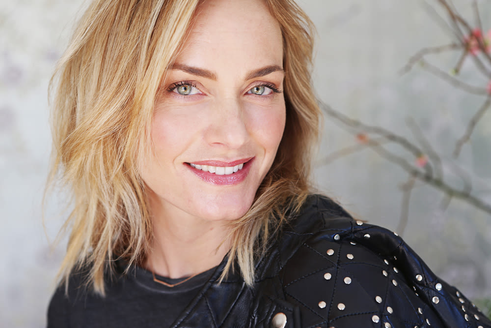 amber-valletta-top-shelf-8