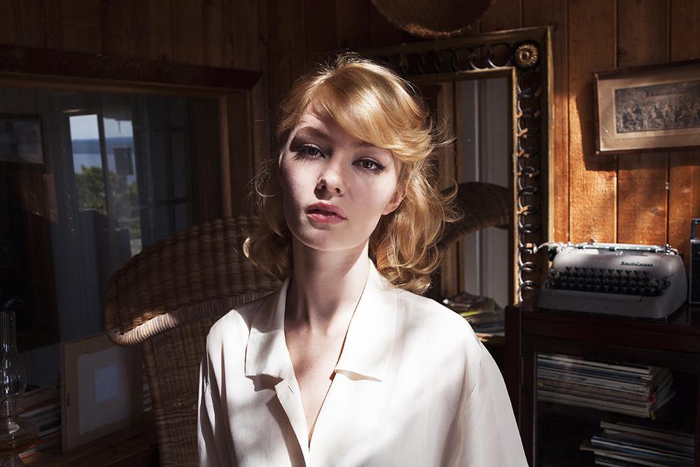 Amy Hood Nude Photos 11