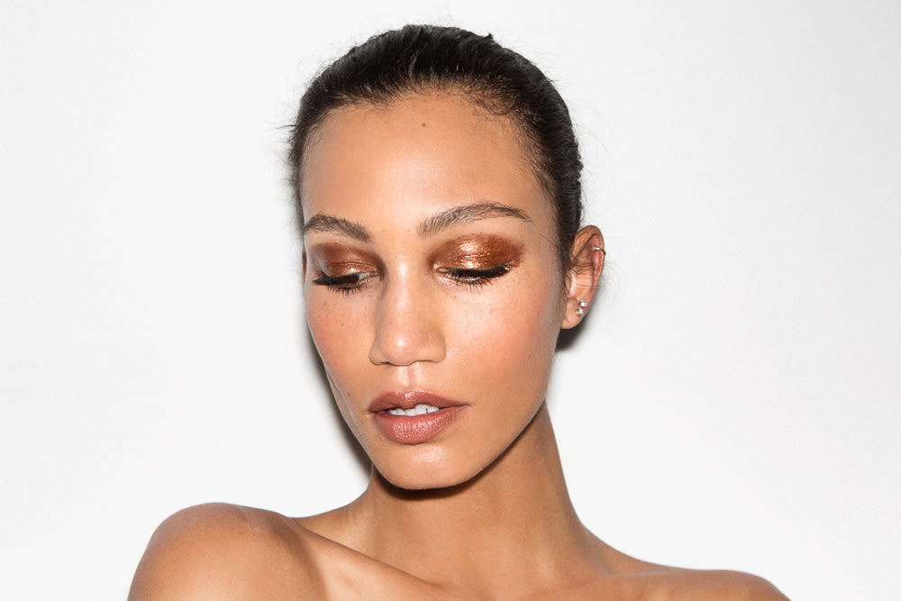 The Best Makeup Looks For Brown Eyes With Makeup Into The Gloss