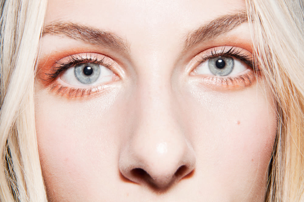 The Best Makeup Looks For Blue Eyes With Makeup Into The Gloss