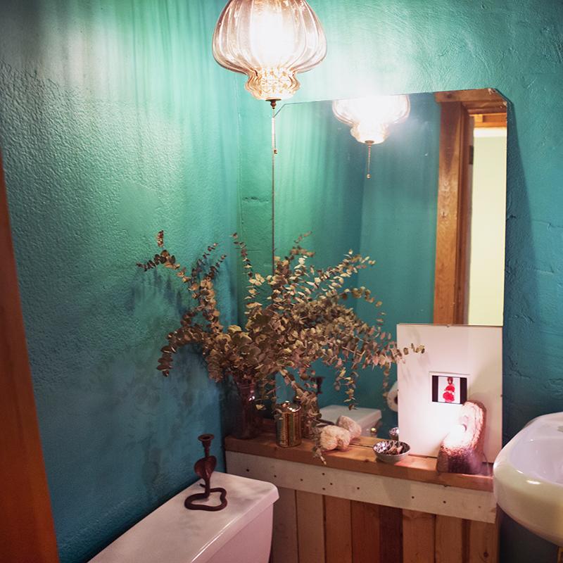 Lighting Your Bathroom so your bathroom has bad lighting - into the gloss | into the gloss