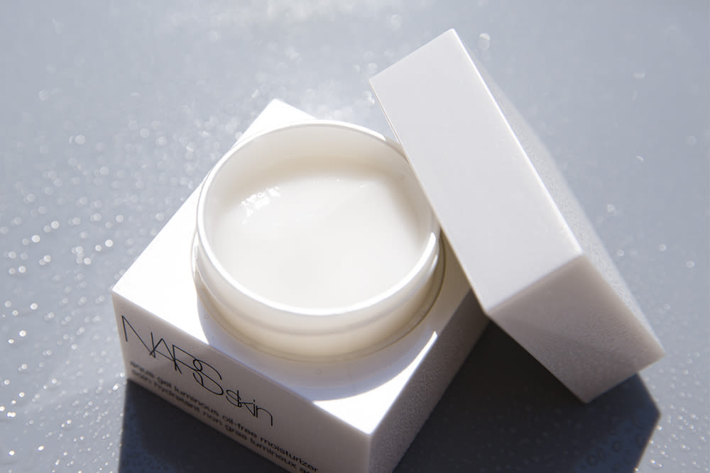 Into The Gloss Gel Moisturizer For Oily Skin Into The