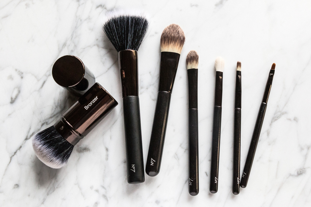 De-clutter your makeup kit by throwing away the old ones and getting the important tools that you really need. Brush A brush, especially a big one, is one of the most important makeup tools you will ever own.