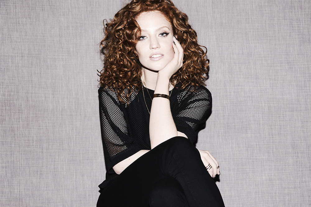 Singer Jess Glynne S Hair And Makeup Routine Into The Gloss