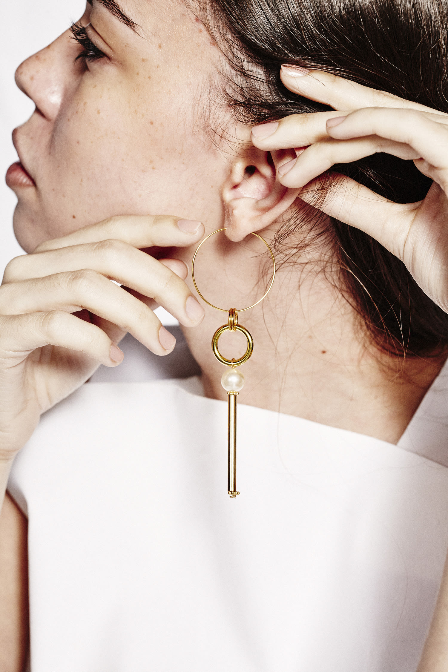 five single statement earrings to try into the gloss