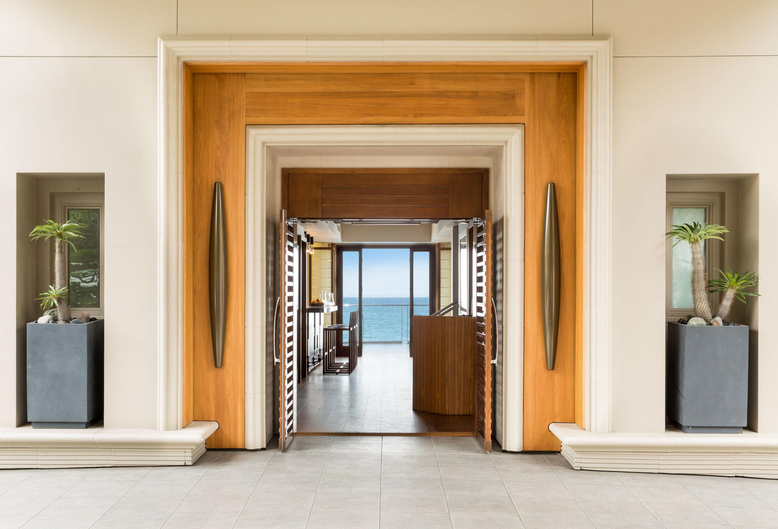 Malibu Beach Inn Lobby