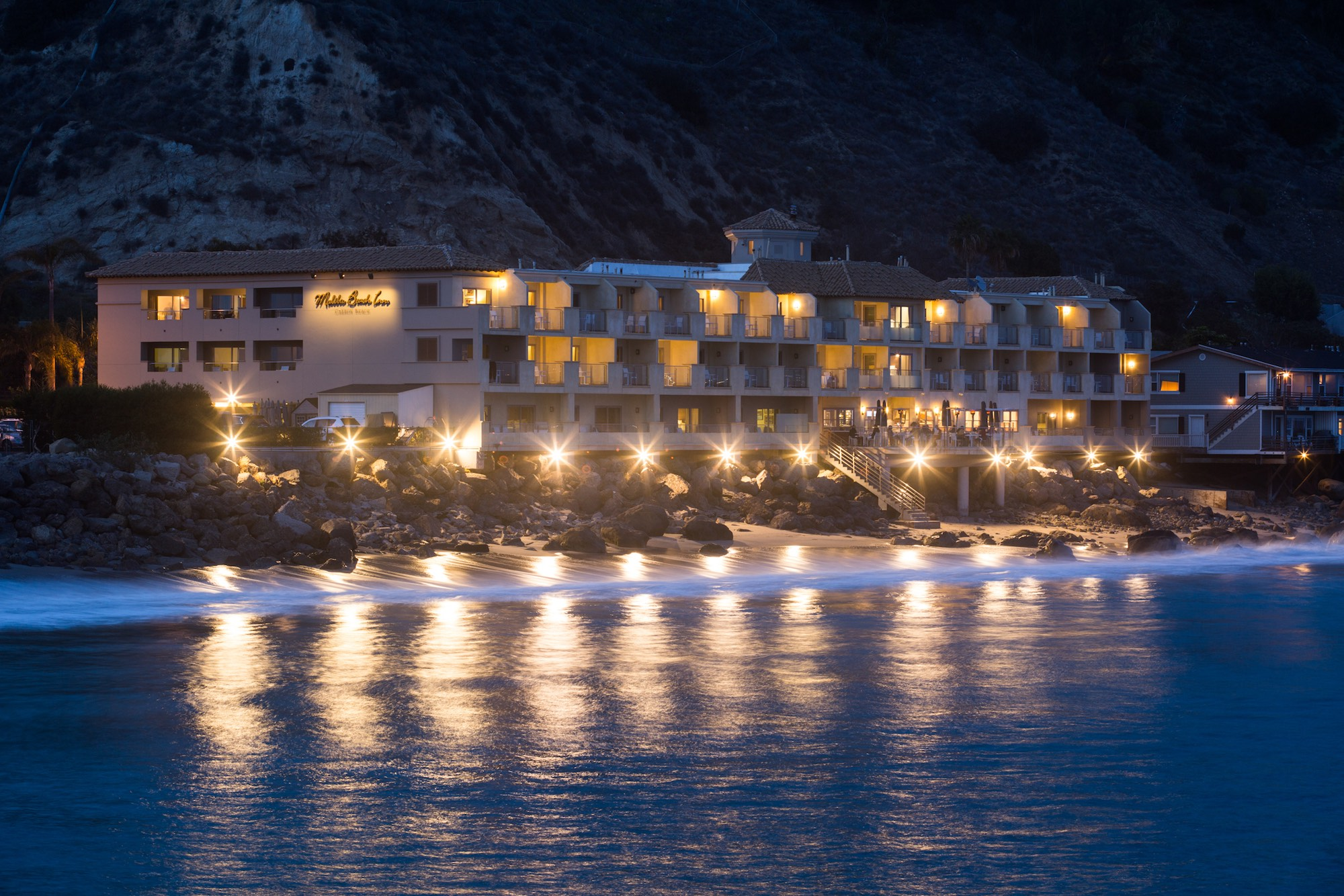 Malibu Beach Inn Hotel Exterior Ocean View At Night