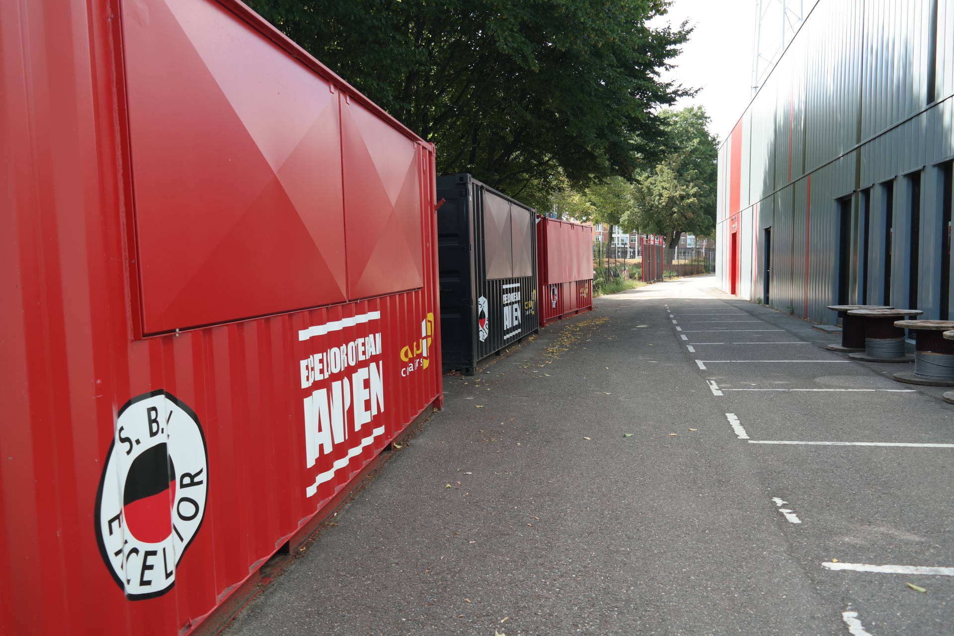 Excelsior Rotterdam builds Fan Court with CARU Containers