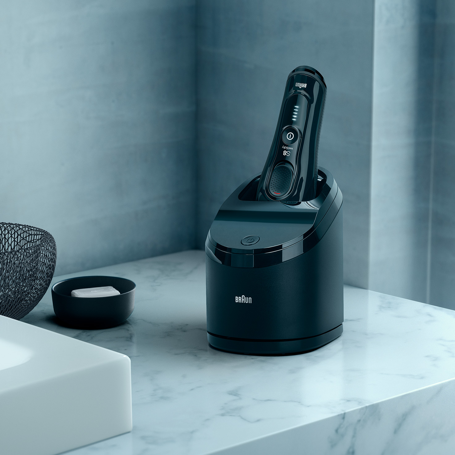 Series 8 8380cc shaver in Clean & Charge station