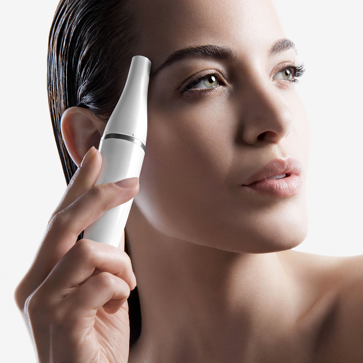 Braun FaceSpa 851V - Facial epilator in use