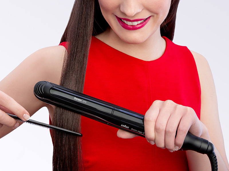The SensoCare styler adjusts temperature
