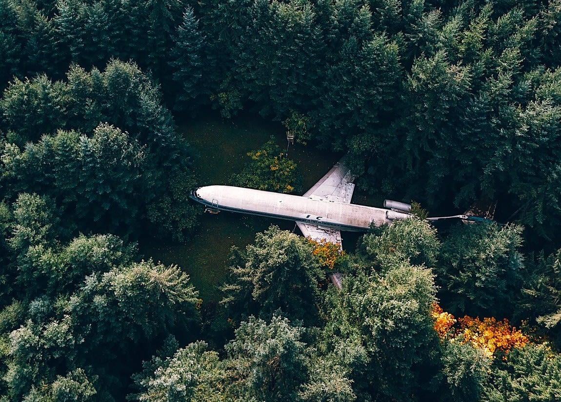 Plane (Photo 1)