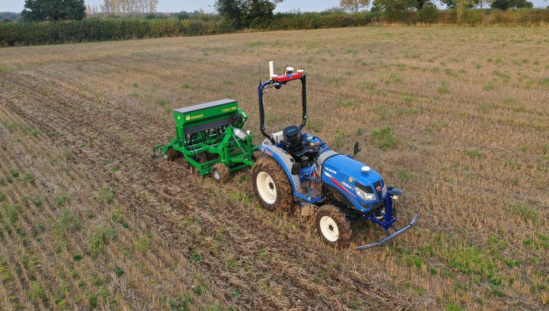 Entwicklung einer autonomen Plattform, um einen gesamten landwirtschaftlichen Betrieb präzise zu bewirtschaften
