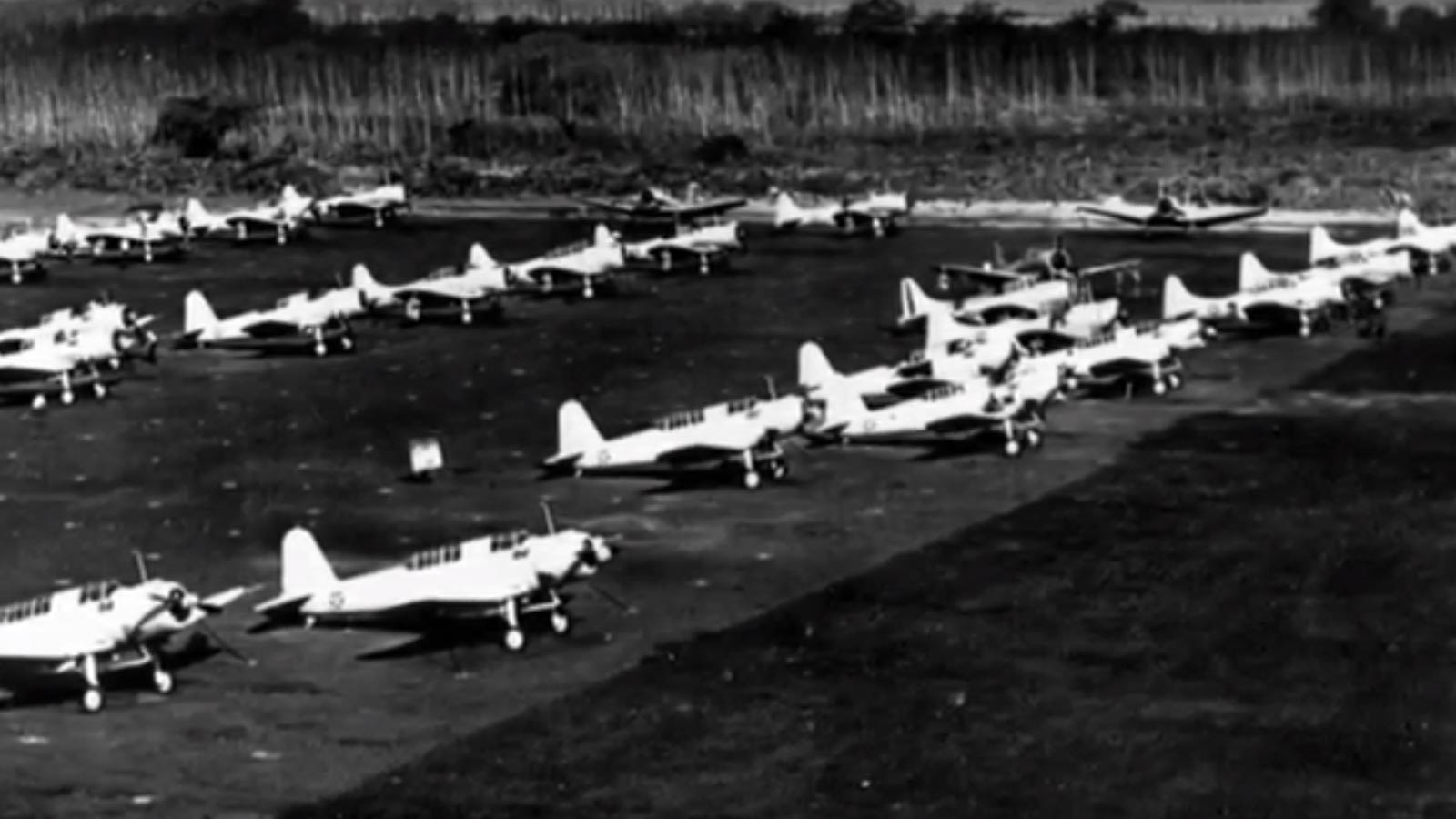 Archival-image-of-planes-in-pearl-harbour