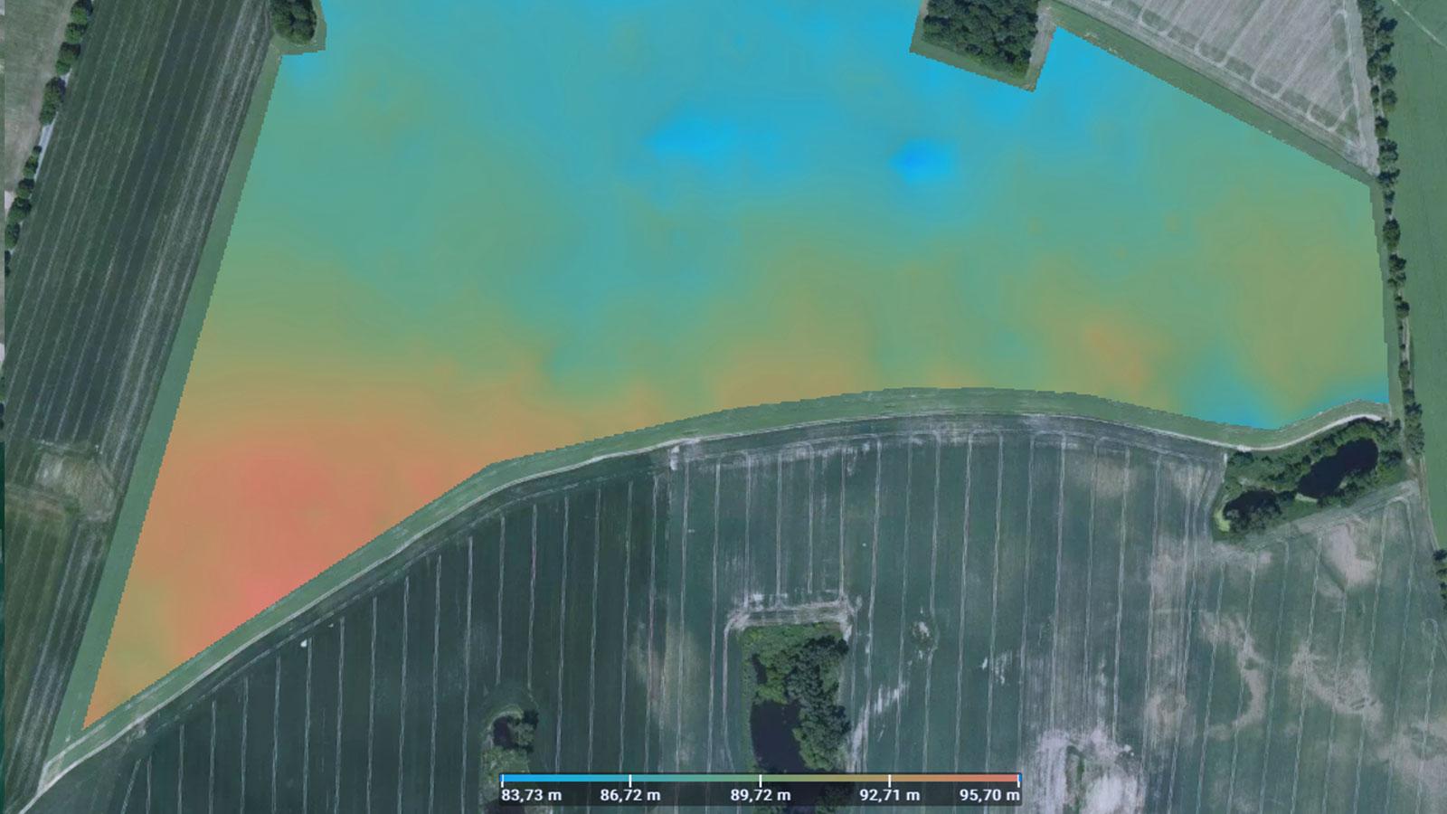 Digitales Höhenmodell des Feldes, erzeugt in Pix4Dfields