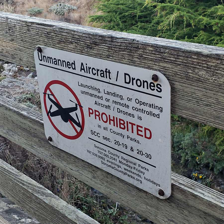 sign-showing-it-is-forbidden-to-fly-a-drone