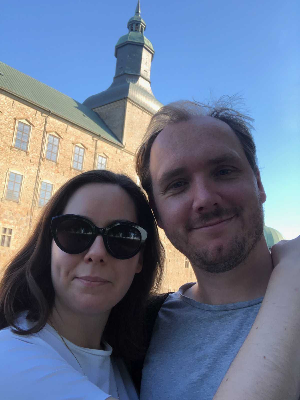Mårten and Michelle standing outside a monastery