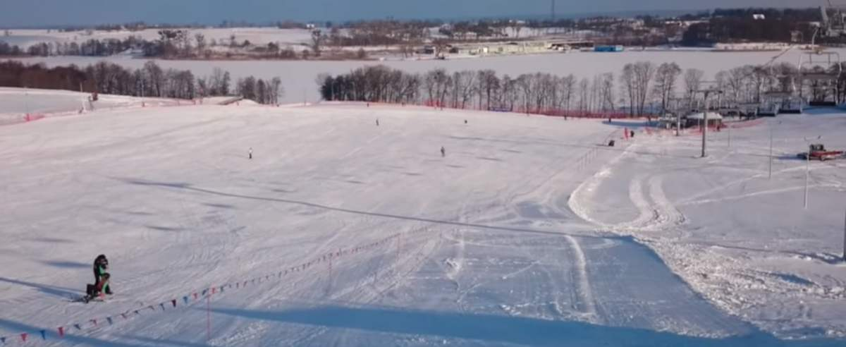 zima na nartach w Mikołajkach