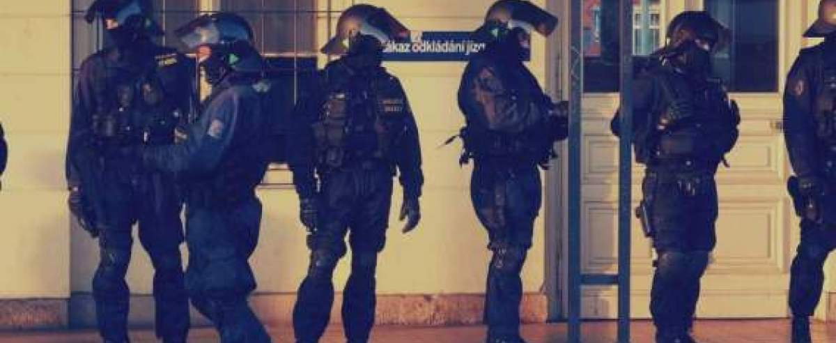 godzina policyjna rząd wprowadził