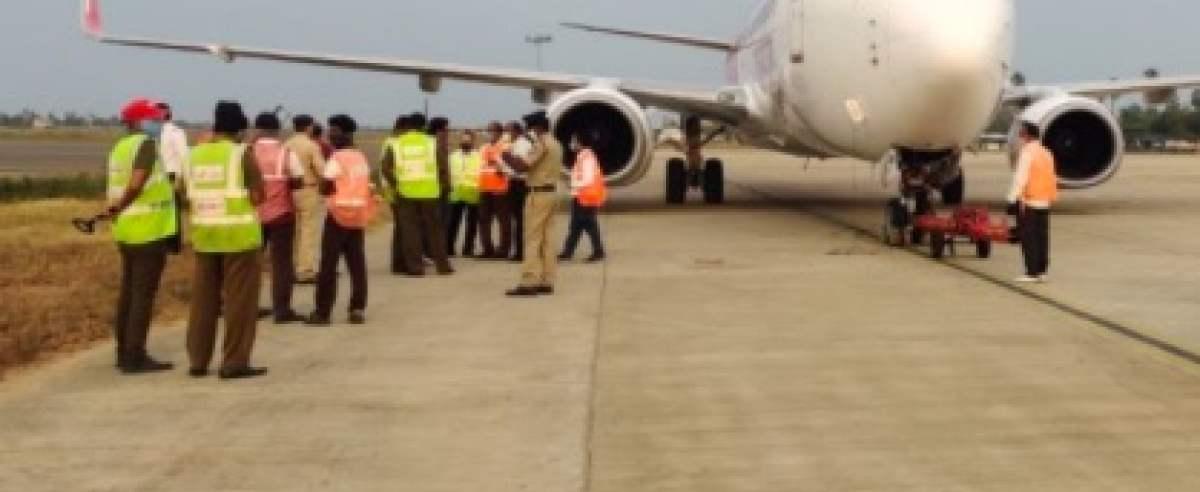 Samolot uderzył w słup elektryczny
