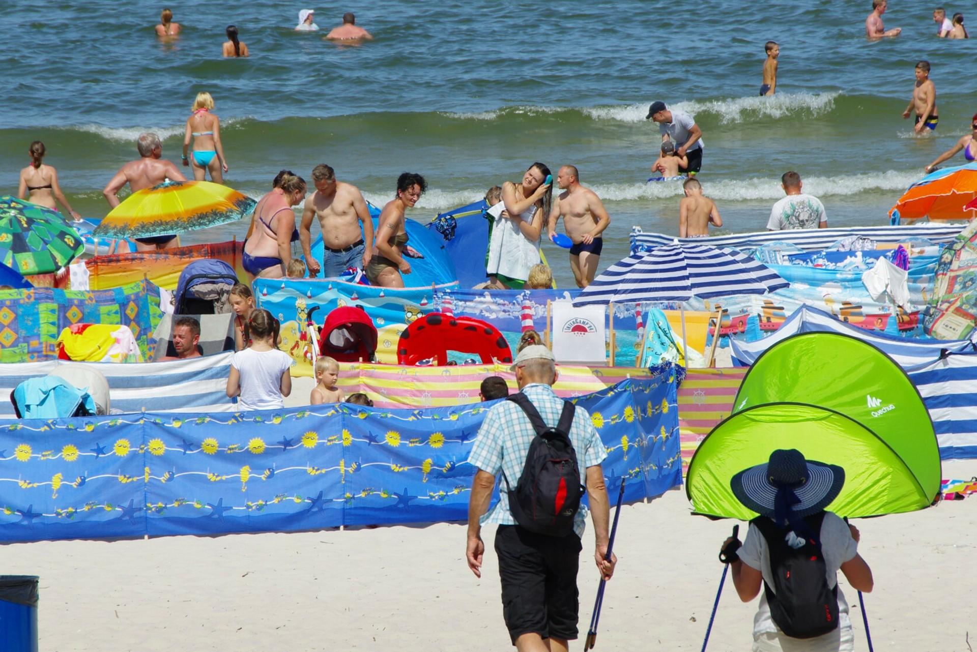 Na plażach obowiązuje zakaz picia napojów procentowych