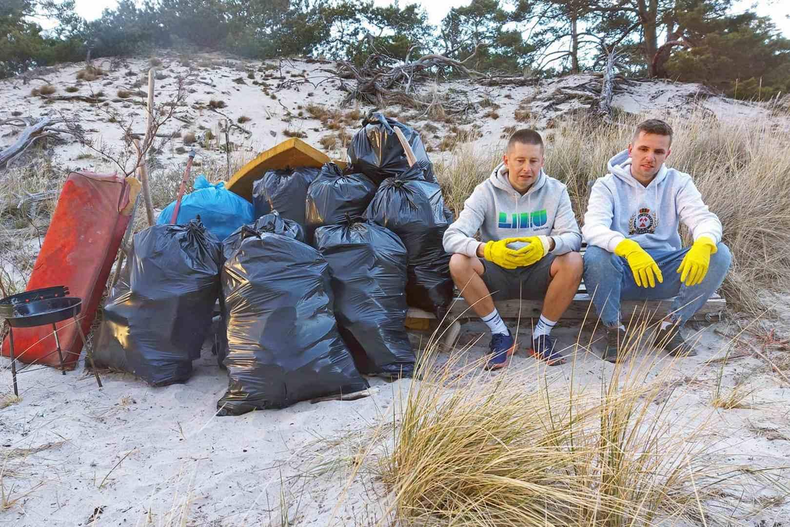 Turyści wypoczywali, a bohaterowie zbierali śmieci