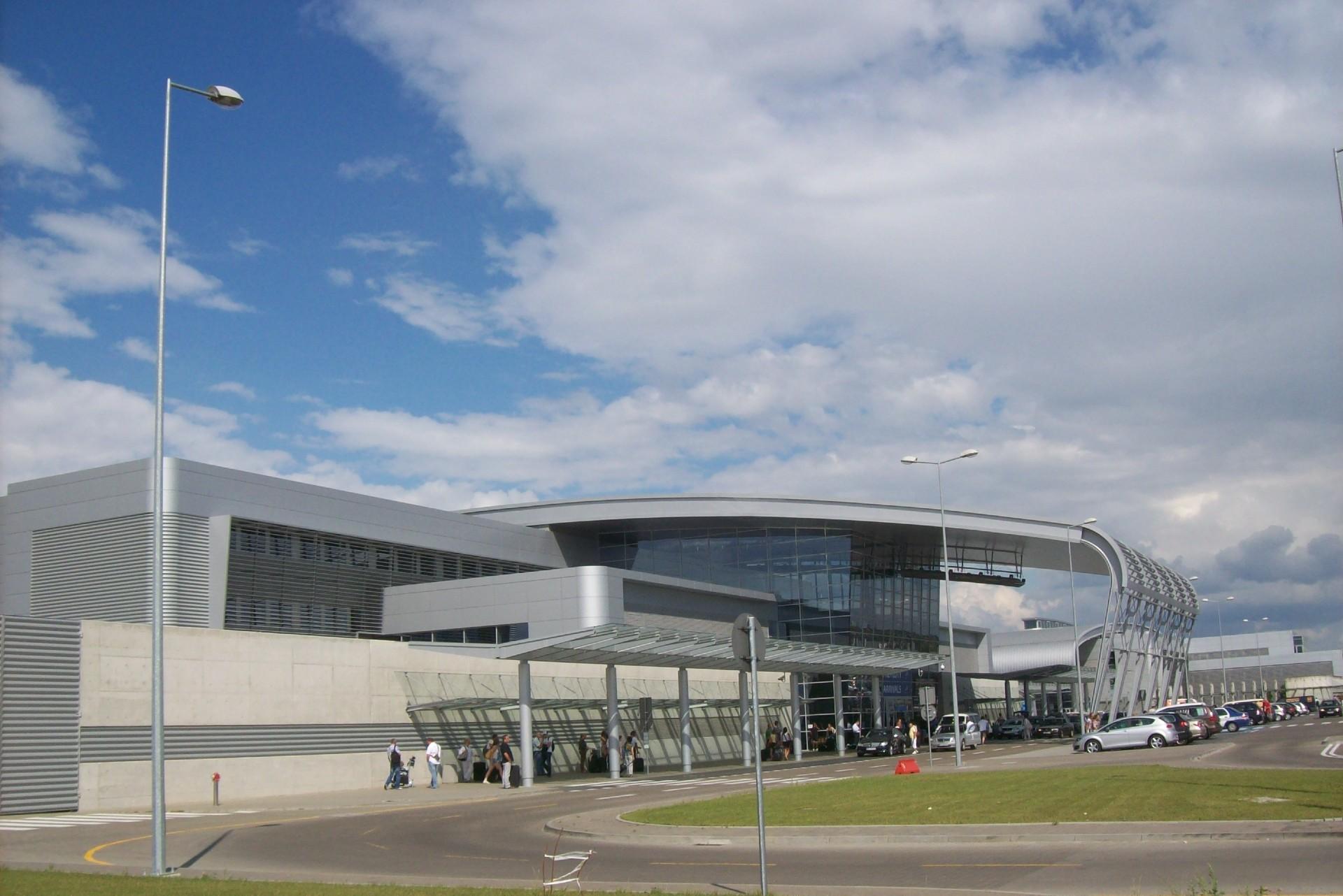 Kastet w bagażu podróżnego na lotnisku w Poznaniu