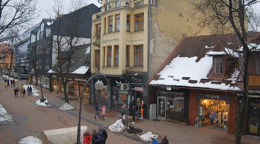 Turyści wyszli na Krupówki