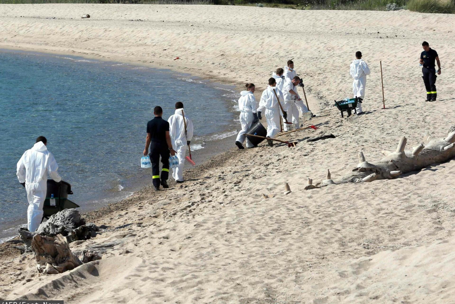 Plaże Korsyki są zamykane, trwa sprzątanie plam ropy