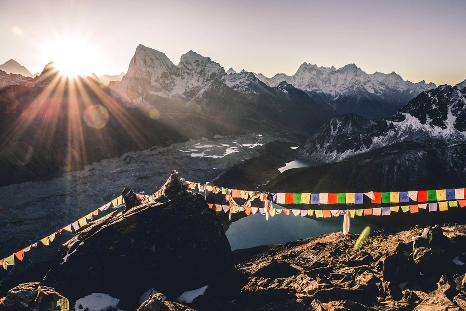 Turyści uwięzieni w Nepalu. Sytuacja pandemiczna się pogarsza