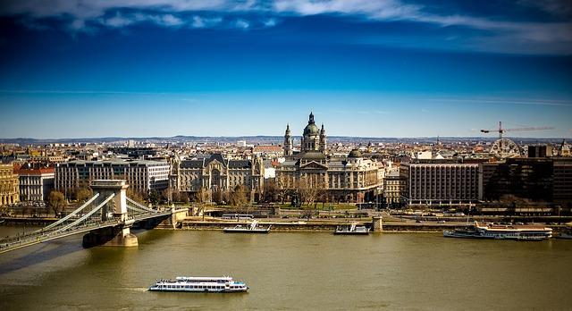 Węgry wprowadziły własne dokumenty szczepionkowe