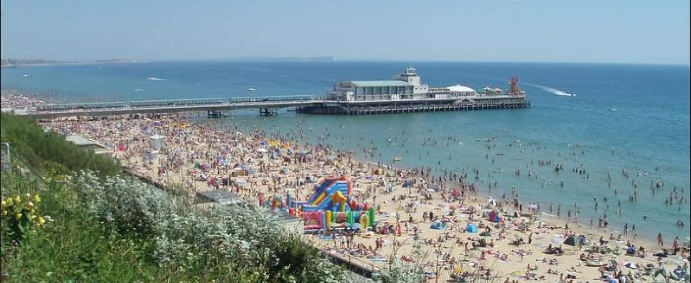 plaże w Bournemouth są zatłoczone