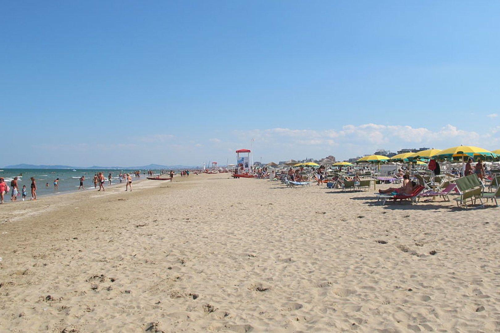 Włochy - Rimini wprowadza przepisy na plażach