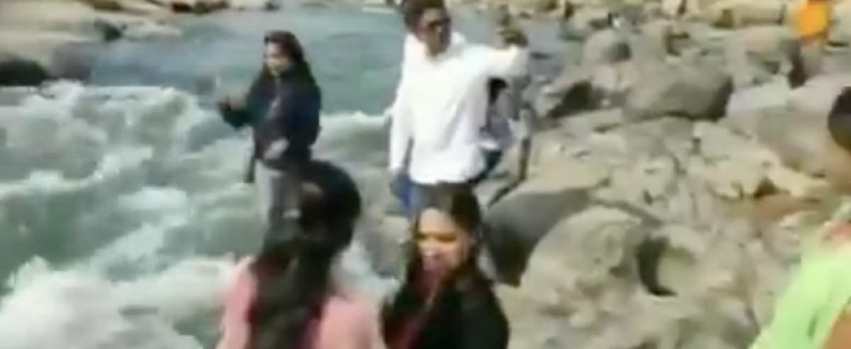 turyści zepchnął kobietę