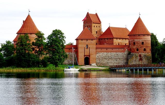 litwa-zamek-w-trokach-1613465141.jpg