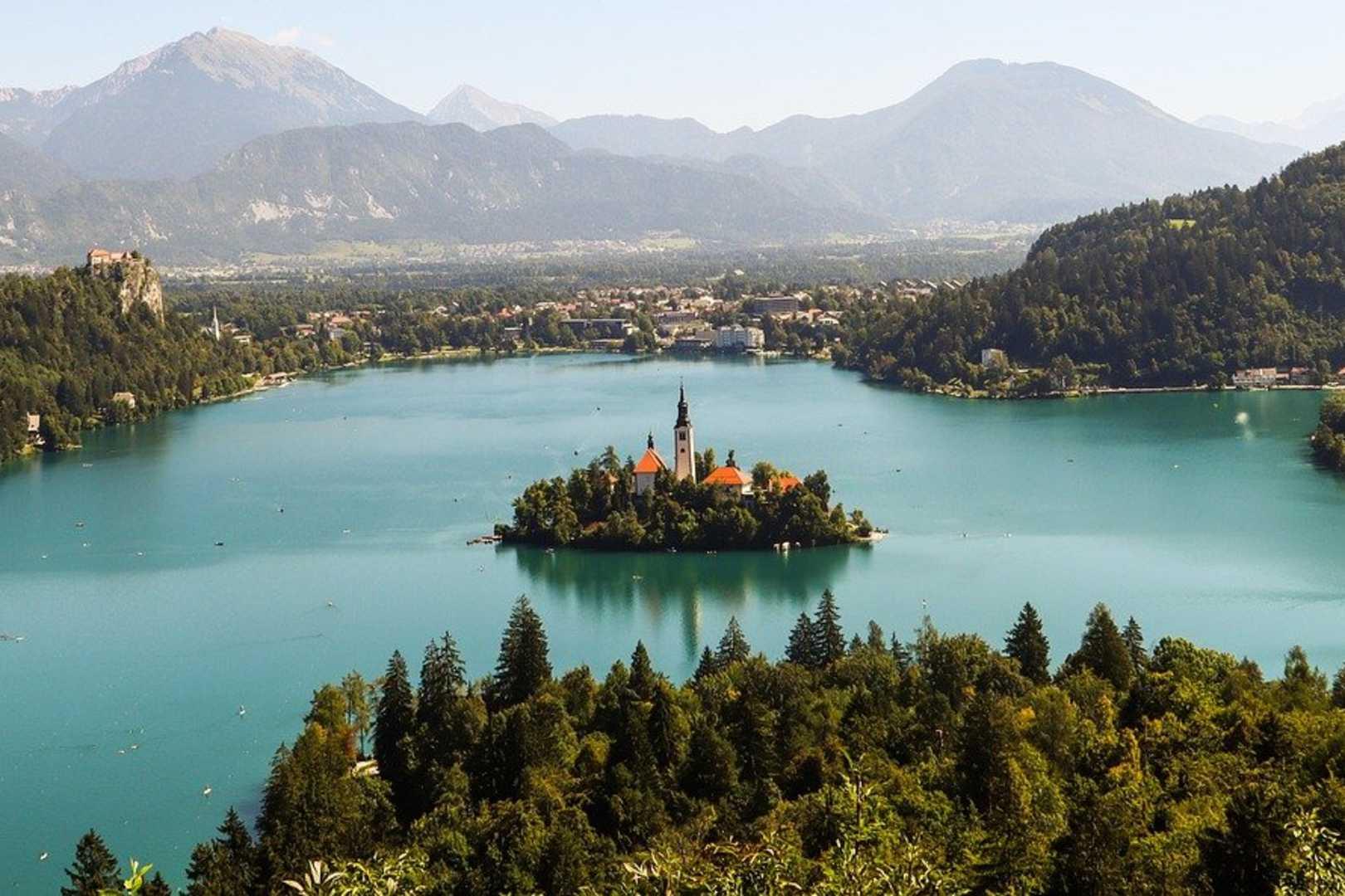 Słowenia wprowadza kary dla wyjeżdżających za granice