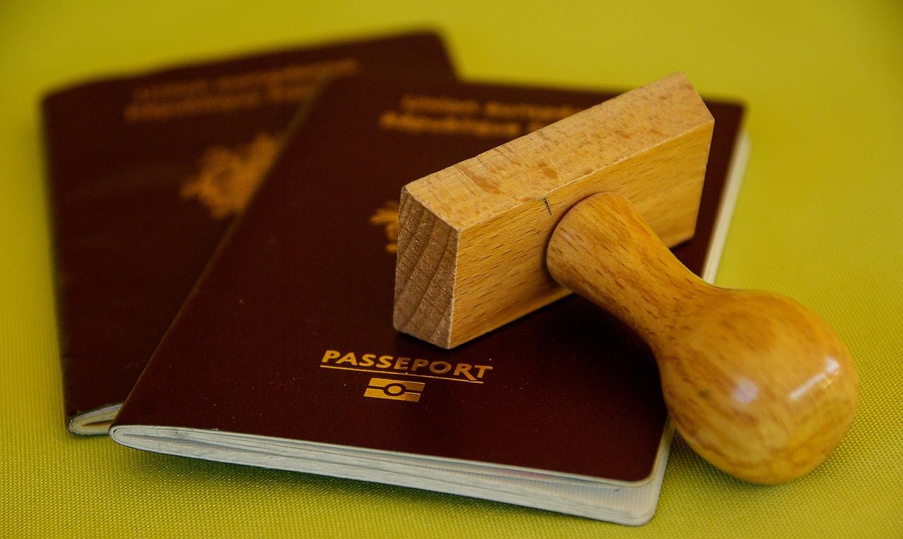 chiny chcą wprowadzić paszporty szczepionkowe