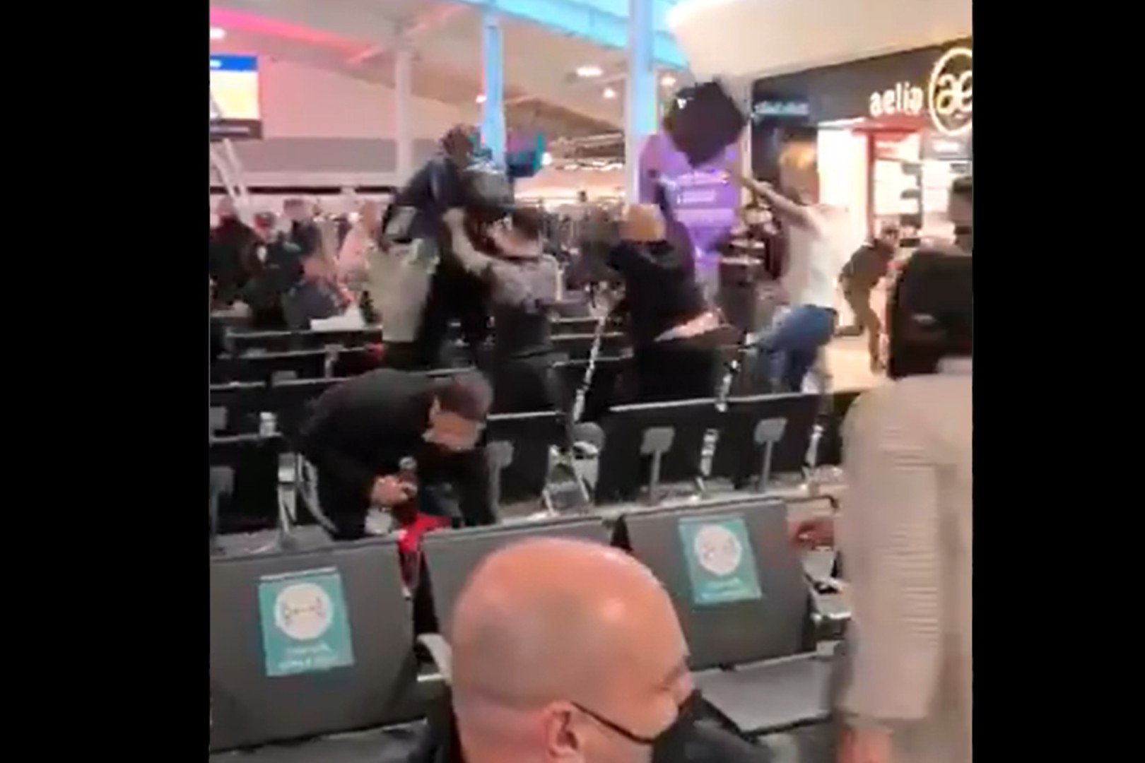 Dantejskie sceny na lotnisku w Luton