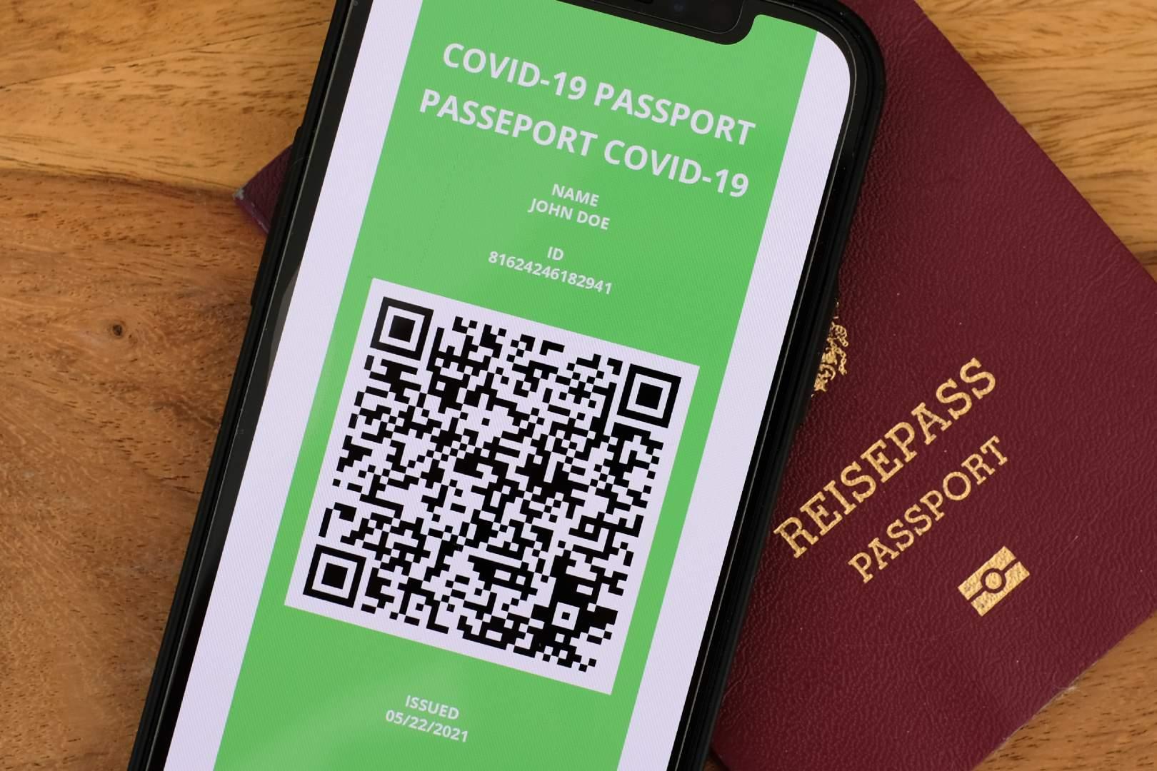 Burza wokół paszportów szczepionkowych